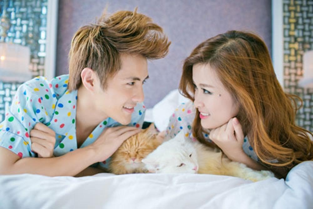 Cả hai diện đồ ngủ đôi với họa tiết chấm bi vô cùng ngọt ngào, dễ thương, khắc họa những khoảnh khắc đời thường của đôi lứa yêu nhau.