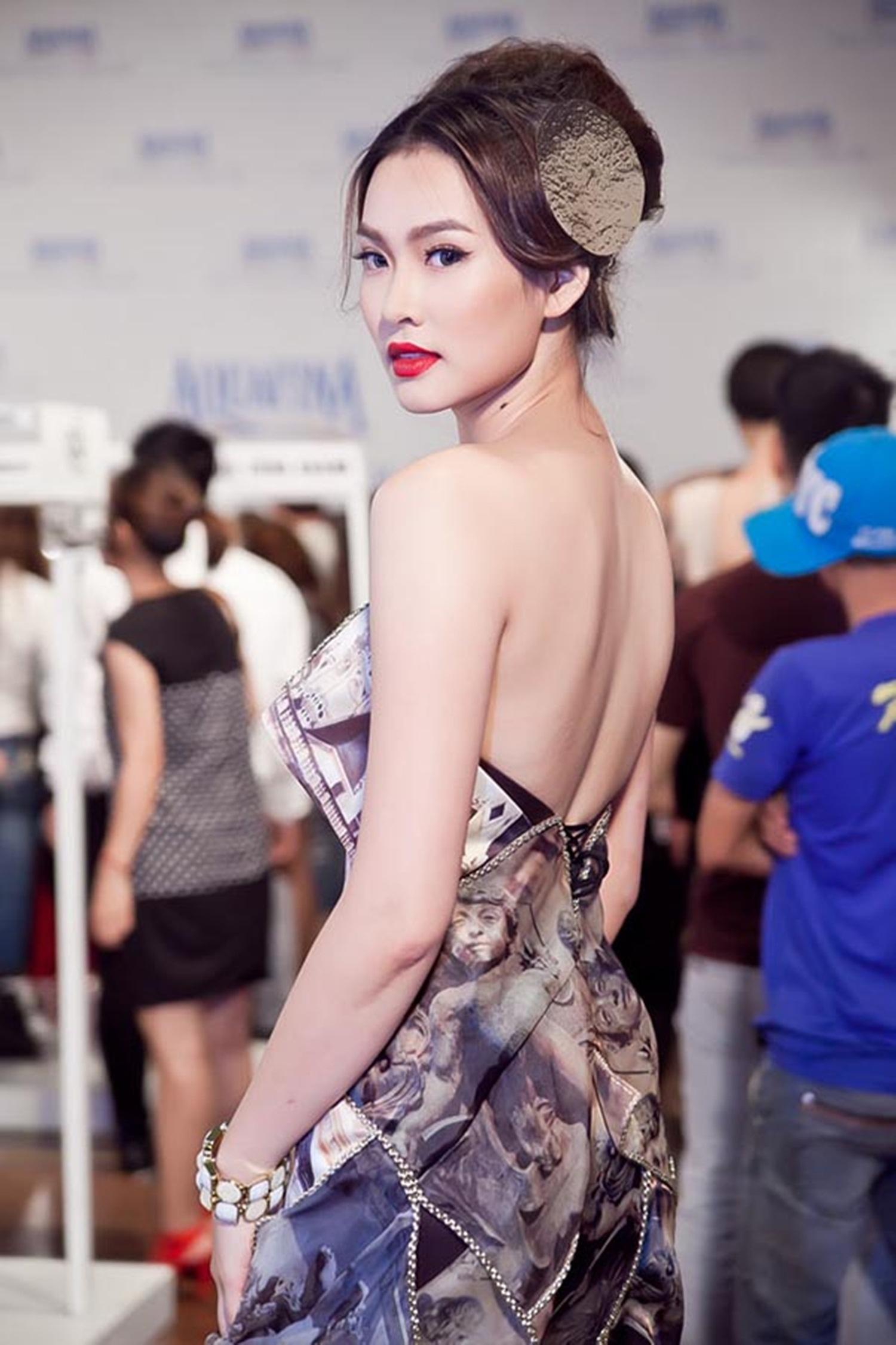 """Hiện tại, Vương Thu Phương cũng đã có cuộc sống yên bình hơn sau những ồn ào tại cuộc thi """"Hoa hậu Việt Nam 2012"""". Cô tập trung kinh doanh và xuất hiện cầm chừng trong vai trò người mẫu."""