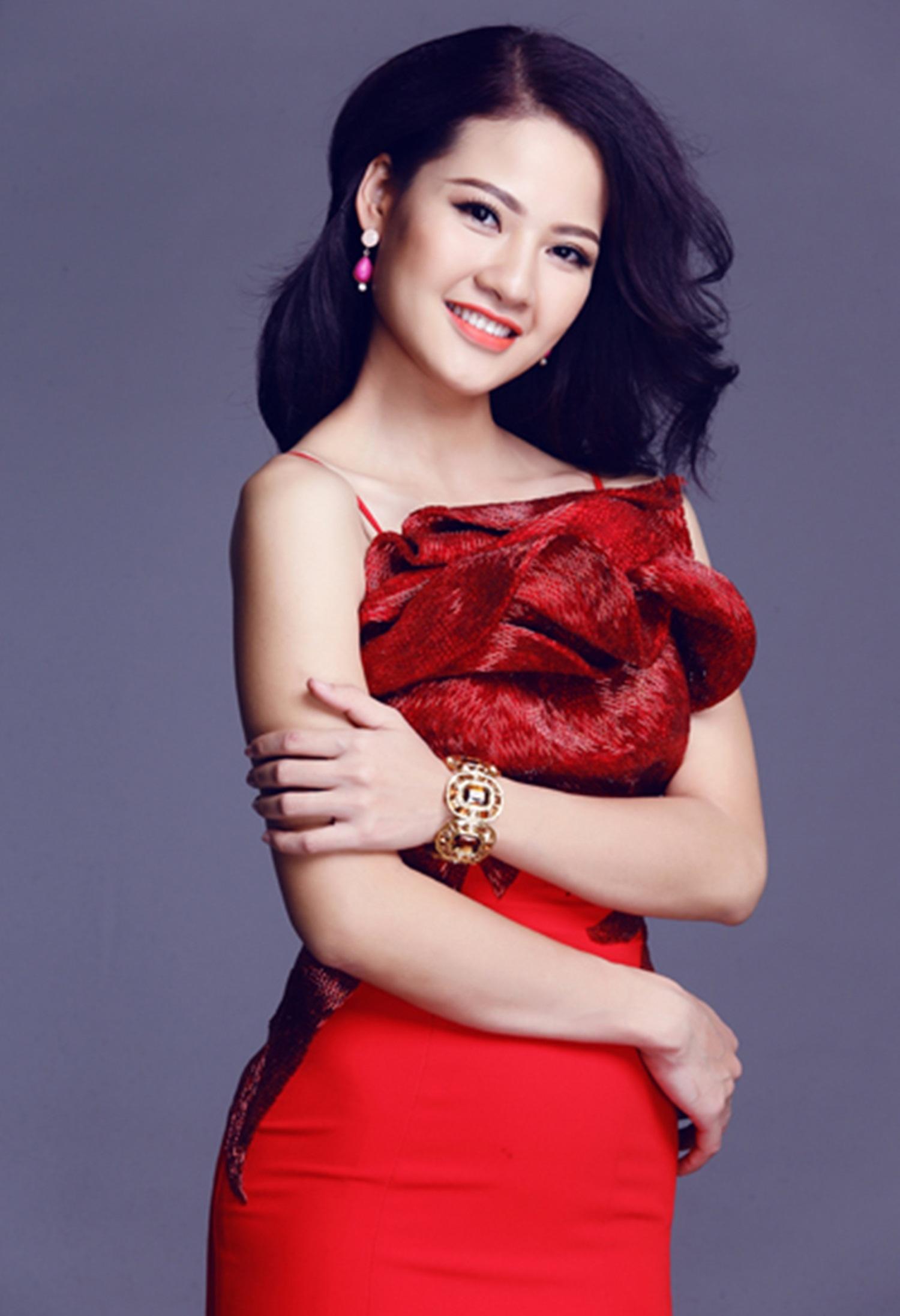 Năm 2013, cô đại diện Việt Nam dự thi Hoa hậu quý bà Thế giới 2013 tại Quảng Châu (Trung Quốc) và lọt top 6.