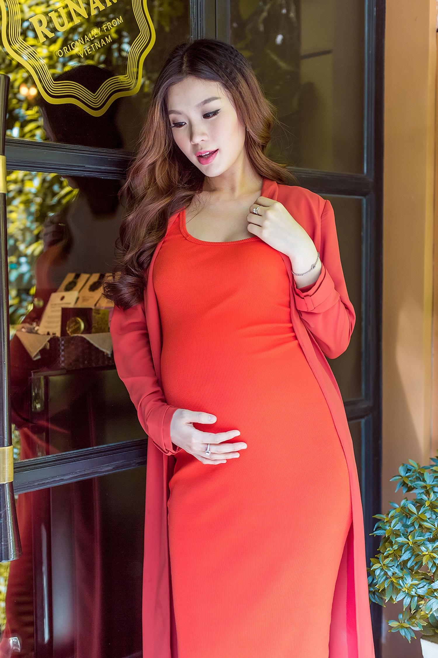 Á hậu Diễm Trang hồi hộp trước ngày sinh con gái đầu lòng - 14