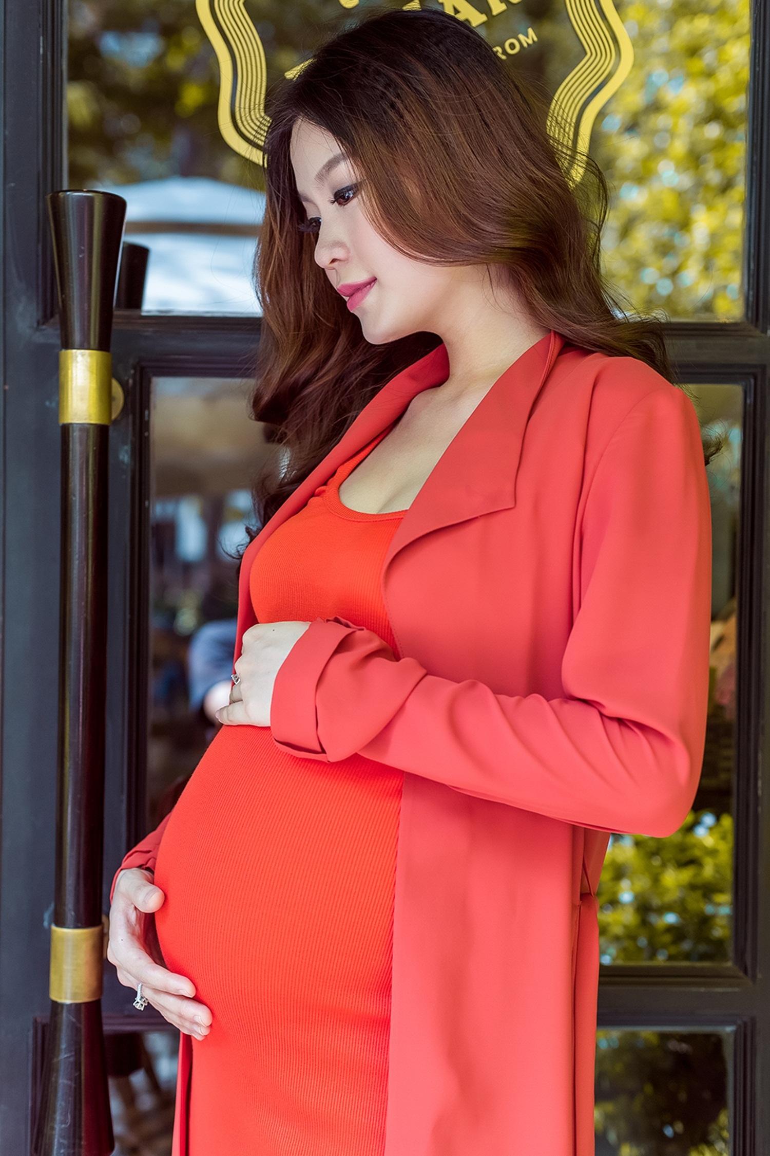 Á hậu Diễm Trang hồi hộp trước ngày sinh con gái đầu lòng - 13