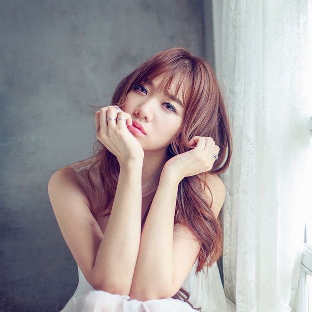 Về phía ekip Hari Won, quản lý của cô xác nhận Hari có đến trễ gây chậm tiến độ cho đoàn. Tuy nhiên, việc đi trễ này là do lỗi của quản lý đã nhầm lịch nên báo sai giờ cho Hari, khiến cô vô tình đến trễ.