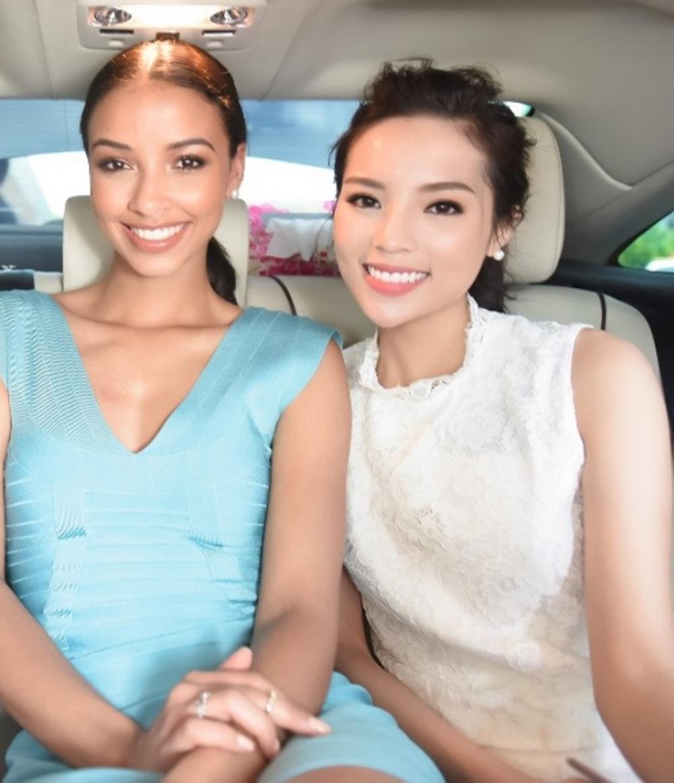 Chưa dừng lại sau khi bị đàn chị nhắc nhở, tại họp báo Hoa hậu Việt Nam 2016 diễn ra ngày 24/5, Hoa hậu Kỳ Duyên và Hoa hậu Pháp cũng là hai người đẹp xuất hiện muộn nhất.