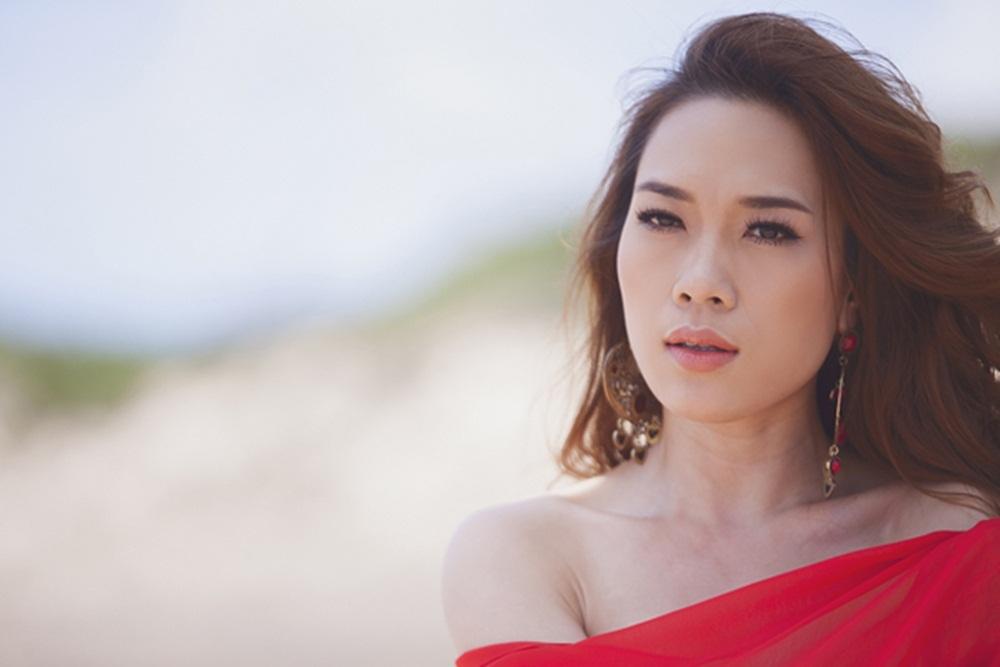 """Trong một đêm nhạc mới diễn ra, chị gái của nữ ca sĩ Hồ Quỳnh Hương và stylist Lê Minh Ngọc bất ngờ """"tố"""" Mỹ Tâm mắc bệnh ngôi sao, đến trễ giờ ảnh hướng tới ekip."""