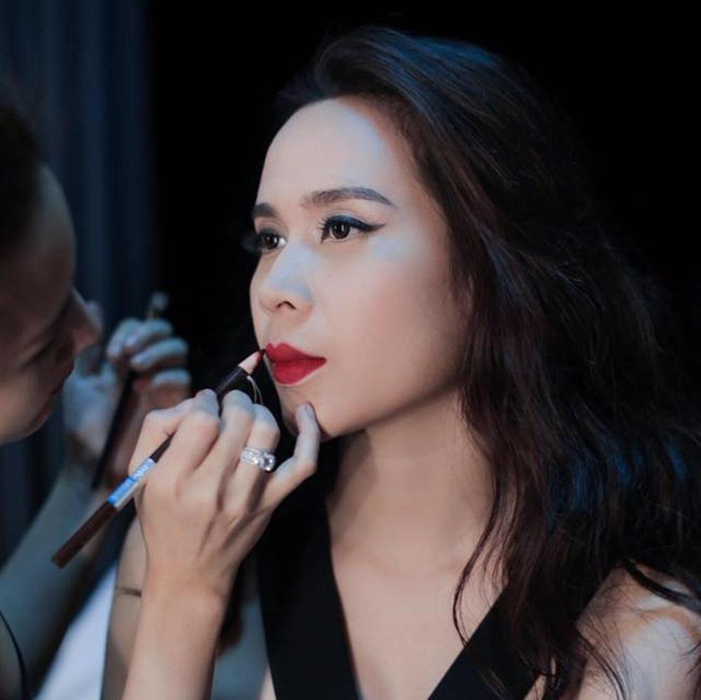 Gout thời trang những năm trở lại đây của Lưu Hương Giang hiện đại, sang chảnh hơn hẳn thưở mới vào nghề.