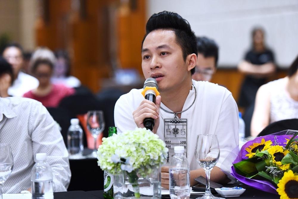 Ca sĩ Tùng Dương chia sẻ tại buổi họp báo.