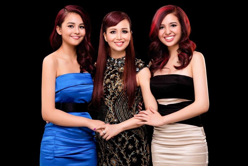 Hai con gái của Diệu Hoa thường hưởng những nét đẹp của người mẹ Hoa hậu.