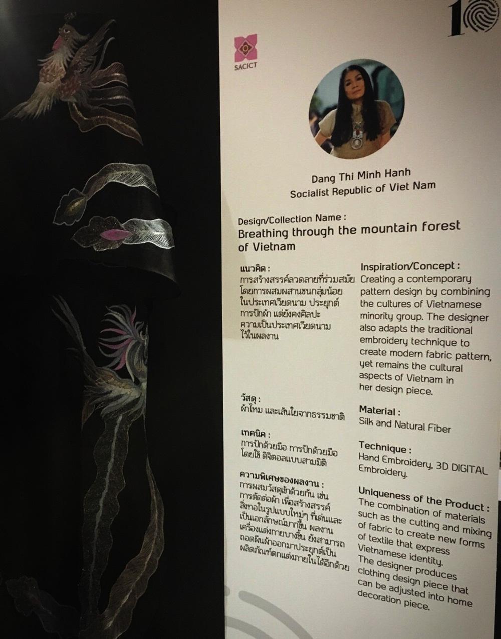 """Với câu chuyện kể: """"Thời trang đến từ núi rừng Việt Nam"""", nhiều quan khách cho rằng NTK Minh Hạnh có tư duy đột phá khi dùng chất liệu truyền thống vào thời trang từ hơn 20 năm trước."""