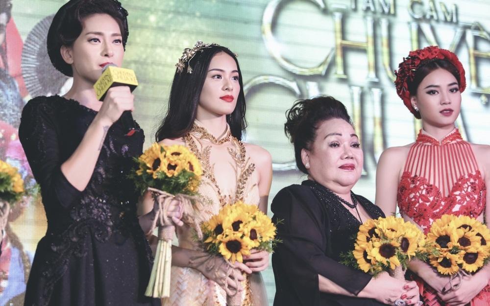 Ngô Thanh Vân không hề kém cạnh nhan sắc khi đứng cạnh đàn em 9X Ninh Dương Lan Ngọc và Hạ Vi. Trong phim, đả nữ vào vai dì ghẻ.