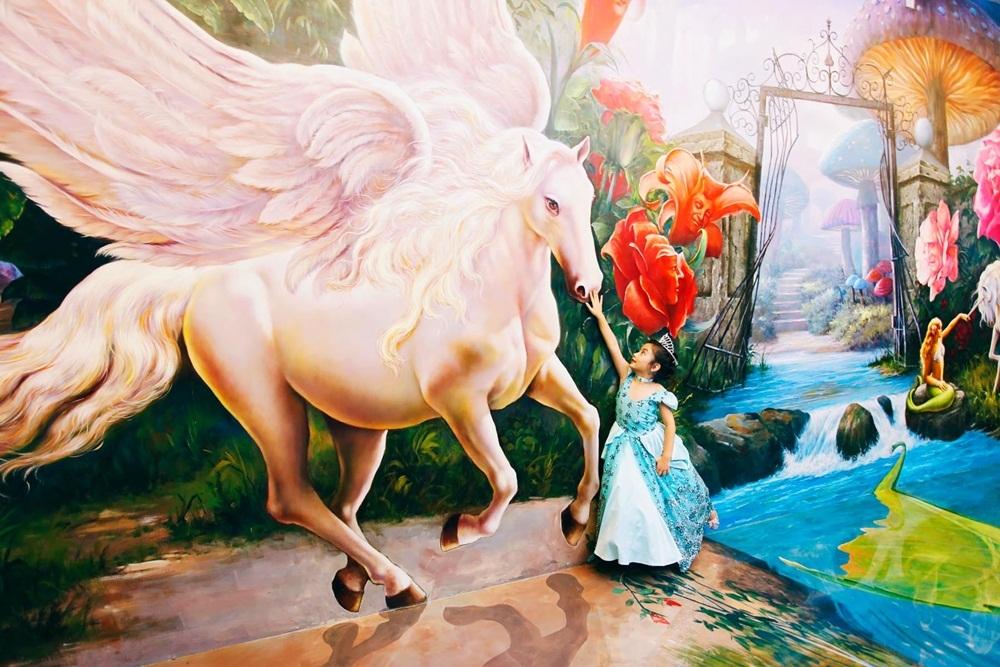 Con gái Hoa hậu Ngọc Diễm điệu đà như công chúa - 9