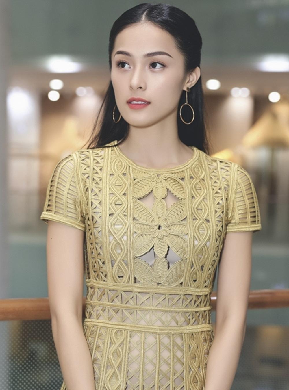 Trước đó, Hạ Vi cũng có chuyến ra Hà Nội giao lưu với khán giả Thủ đô. Cô chia sẻ, khán giả Hà Nội khá khó tính nên cô rất lo lắng, tuy nhiên sau khi phim chiếu xong, nhiều lời khen ngợi và góp ý thẳng thắn cô mới cảm thấy nhẹ lòng.