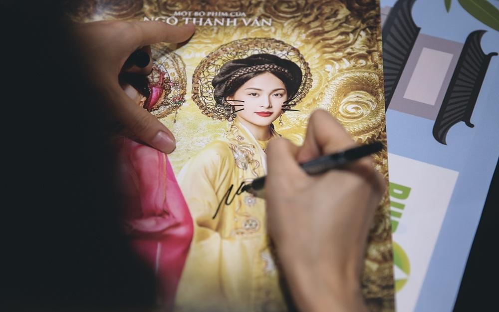 Ngô Thanh Vân nhận xét, Hạ Vi đẹp, nụ cười tươi tắn và khuôn mặt nhân hậu, các đường nét gương mặt rõ ràng và đơn giản của người phụ nữ Á Đông. Đặc biệt gương mặt mộc không điểm tô son phấn vẫn sáng khung hình và tự nhiên, đúng chuẩn mẫu cô Tấm mà Ngô Thanh Vân tìm.