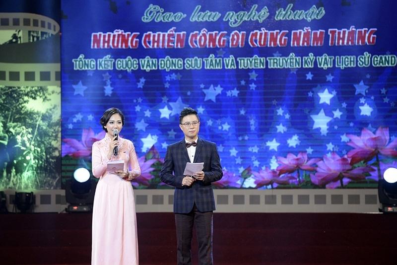 MC Lê Anh và MC Mỹ Vân đảm nhiệm vai trò dẫn dắt chương trình.