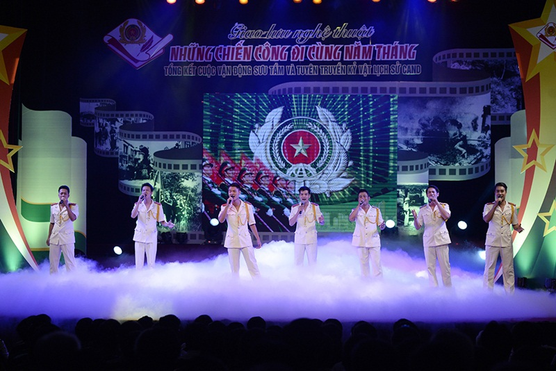 Tiết mục văn nghệ Giữ cho cuộc sống bình yên – Đoàn nghệ thuật Bộ Tư lệnh Cảnh sát cơ động.