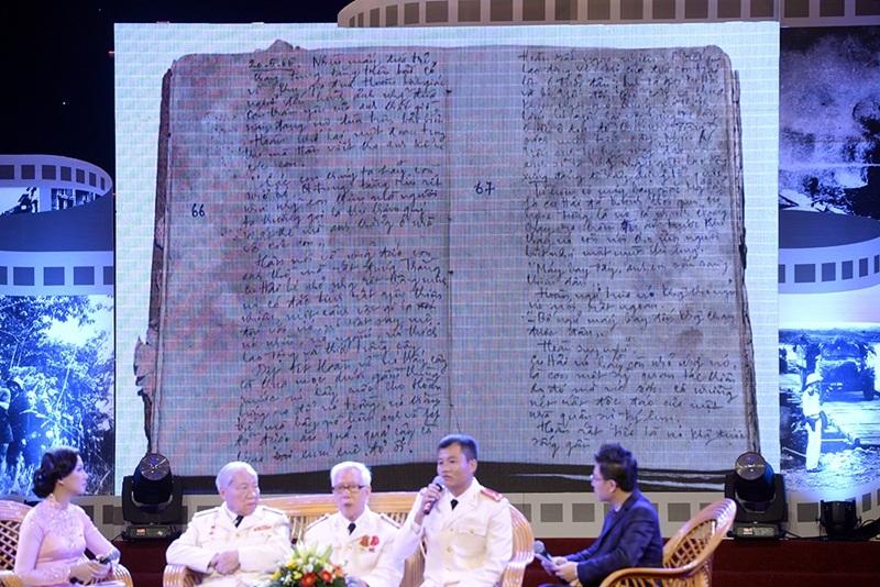 Với gia đình liệt sĩ Nguyễn Minh Sơn, cuốn nhật kí là cả một gia tài quý báu nhưng gia đình vẫn quyết định trao tặng di vật này cho Cuộc vận động.