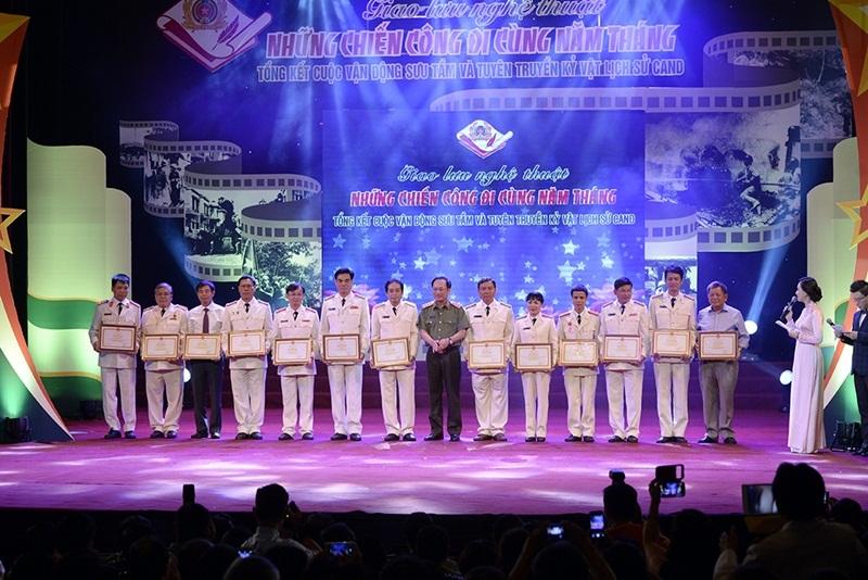 NSƯT Việt Hoàn da diết khúc hát ngợi ca chiến sĩ công an nhân dân - 9