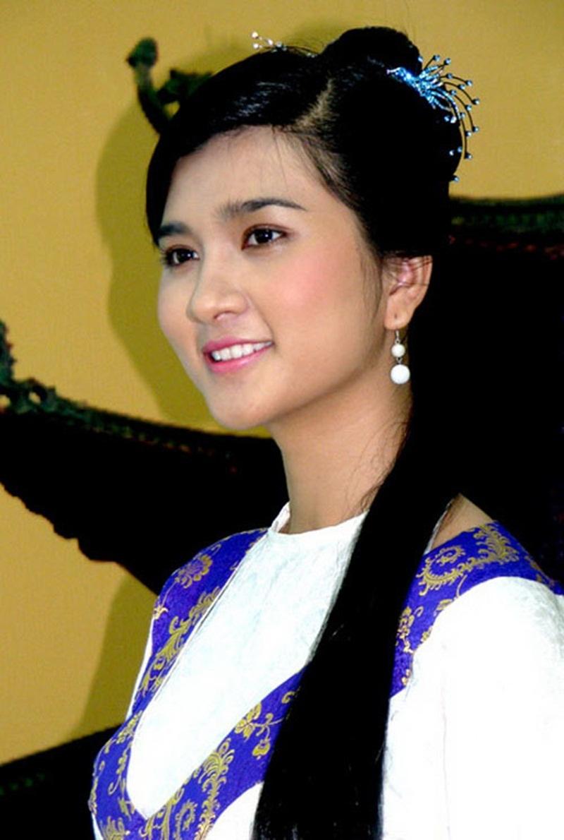 Nữ diễn viên Kim Tuyến khi đảm nhiệm vai quận chúa Tầm Xuân.