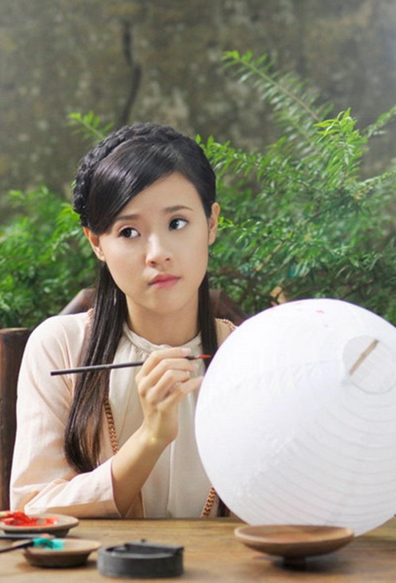 Với diễn xuất tự nhiên, tinh tế, Midu còn thu hút bởi vẻ đẹp nhẹ nhàng hoài cổ.