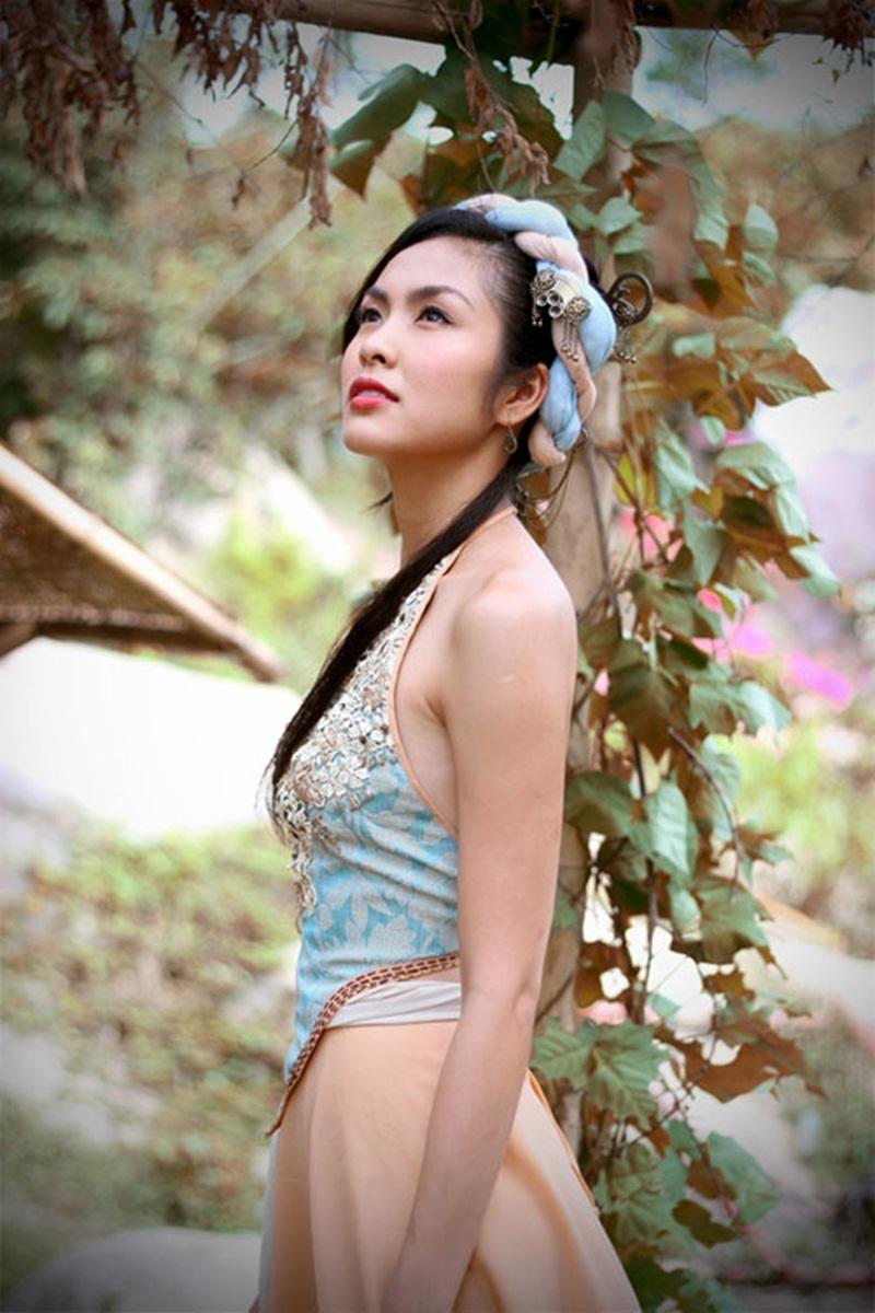 Tăng Thanh Hà với tạo hình của cô Linh Lan rất xinh đẹp, trong sáng, nhưng ẩn sâu bên trong lại là những bí mật và sự nguy hiểm.