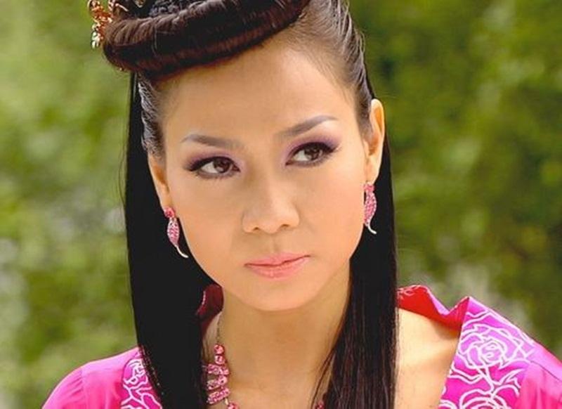 Nữ ca sĩ Thu Minh khi vào vai quý phi.