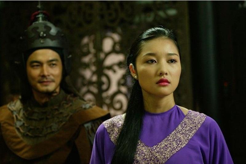 Cô sở hữu khuôn mặt đầy đặn, phúc hậu với nét đẹp truyền thống của phụ nữ Việt Nam.