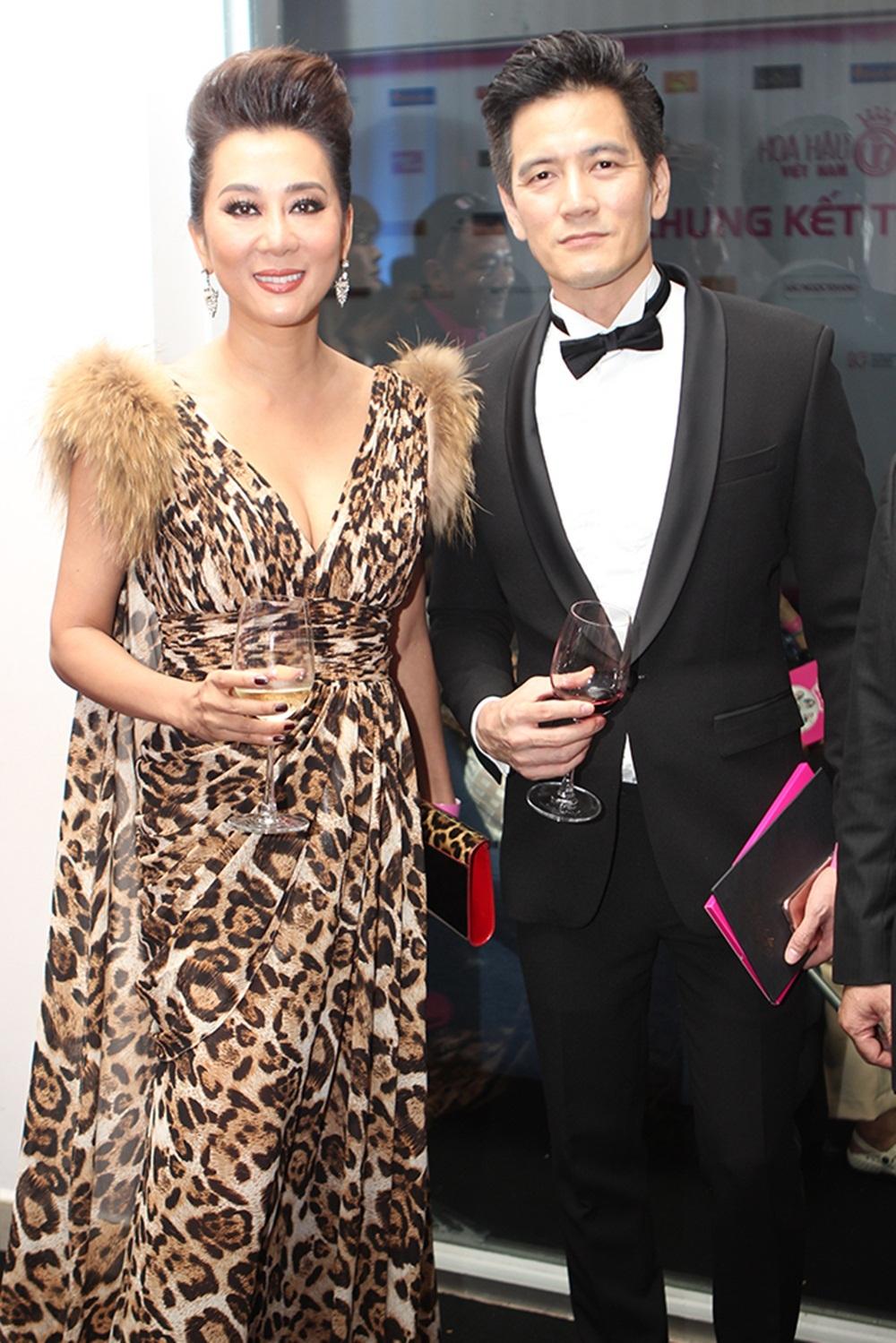 MC Nguyễn Cao Kỳ Duyên và bạn trai xuất hiện lộng lẫy tại đêm chung kết Hoa hậu Việt Nam cùng những tiếng reo mừng của khán giả