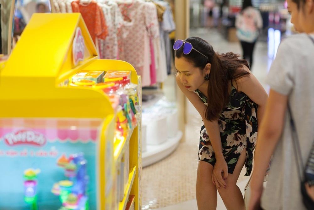 Lưu Hương Giang là một người nghiêm túc trong công việc chính vì thế mà cô luôn chăm chút cho mình về mặt hình ảnh, phong cách cũng như những sản phẩm âm nhạc. Cô từng khẳng định sức hút của mình với hoạt động nghiêm túc trên ghế nóng The Voice Kids qua 3 mùa với hình ảnh sành điệu thu hút cùng thành công chung khi tìm ra hai quán quân.