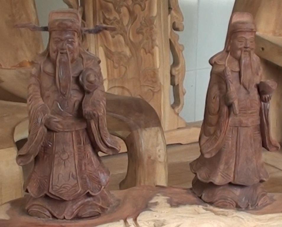 Các tượng gỗ Phúc - Lộc - Thọ rất được khách hàng ưa chuộng