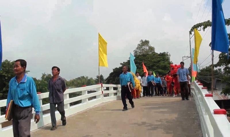 Ngày khánh thành cầu Ngã Cái bắt qua kênh Chắc Cà Đao ở xã nông thôn mới Vĩnh Lợi do nhóm ông Sáng thi công.