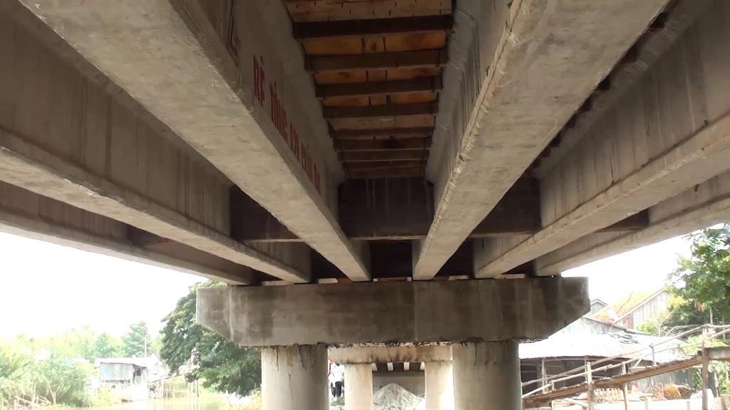 Cầu Ngã Cái có dự toán ban đầu gần 3 tỷ đồng nhưng do nhóm ông Sáng thi công với phương châm Nhà nước và nhân dân cùng làm nên đã tiết kiệm 1,4 tỷ đồng.