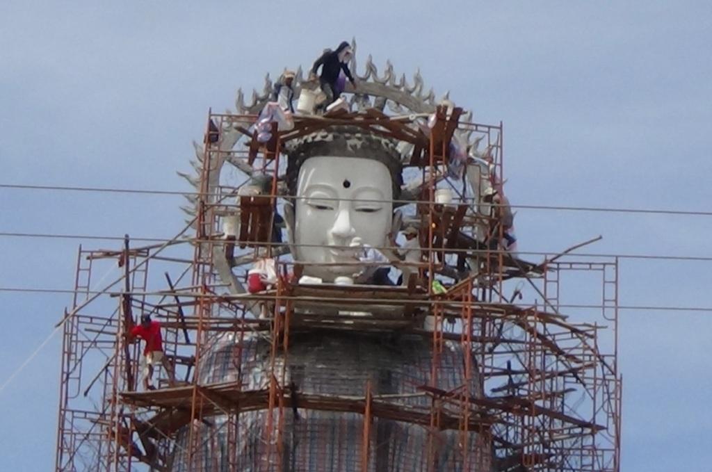 Tượng Phật Di Đà đang được xây dựng tại chùa Linh Ẩn Tự - thị trấn Long Bình, huyện An Phú, An Giang