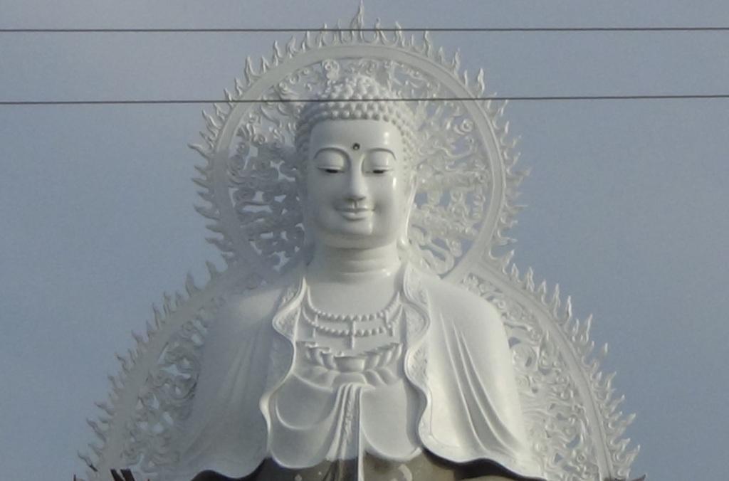 Tính đến thời điểm hiện tại, tượng Phật Di Đà hai mặt này được cho là lớn nhất ở miền Tây