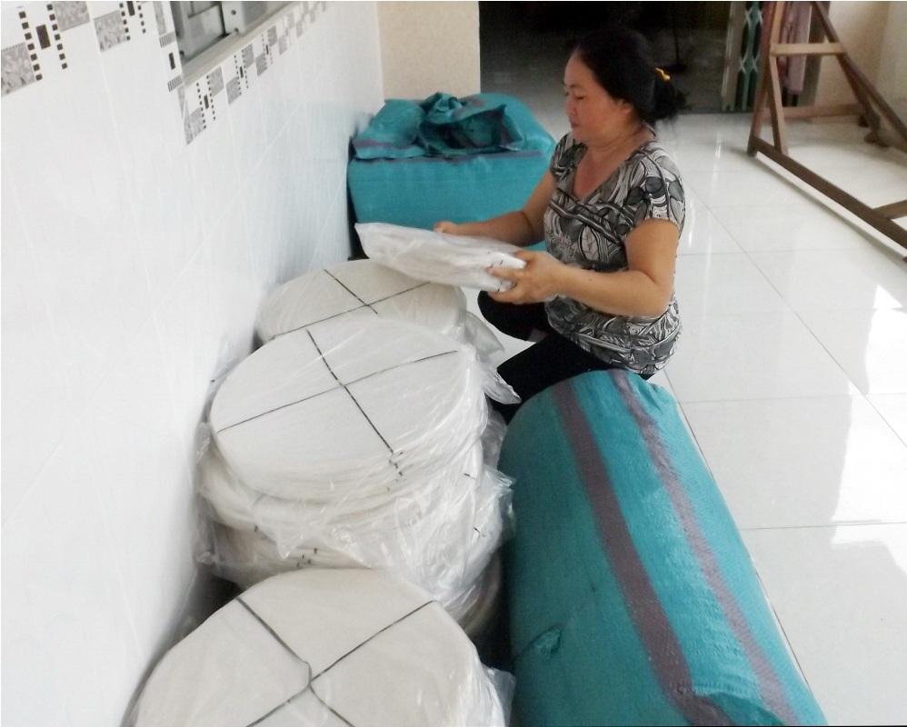 Với mỗi kg bánh tráng giòn thành phẩm có giá bán 25.000 đồng, nghề làm bánh tráng đang mang lại nguồn thu nhập ổn định cho bà con nơi đây.