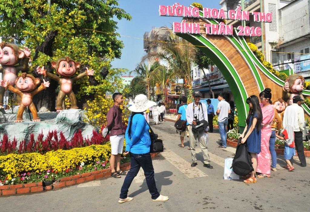 Đường hoa nghệ thuật TP Cần Thơ khai mạc vào đêm 5/2 và mở cửa phục vụ khách tham quan đến ngày 13/02