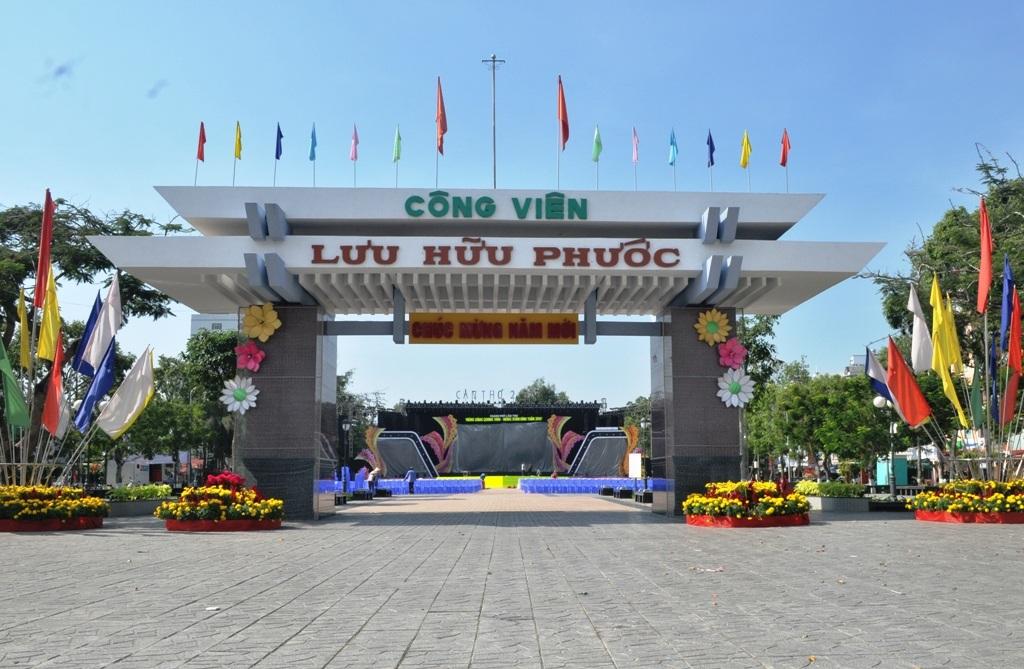 Công viên Lưu Hữu Phước cũng rơi vào cảnh vườn không, vắng bóng người