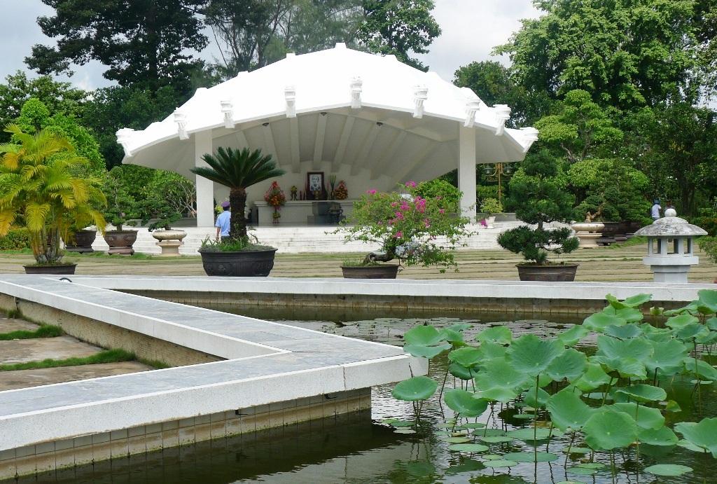 Tính từ 29 Tết đến mồng 6 Tết đã có hơn 150.000 lượt khách đến viếng và tham quan Khu di tích cụ Phó bảng Nguyễn Sinh Sắc - thân sinh Chủ tịch Hồ Chí Minh
