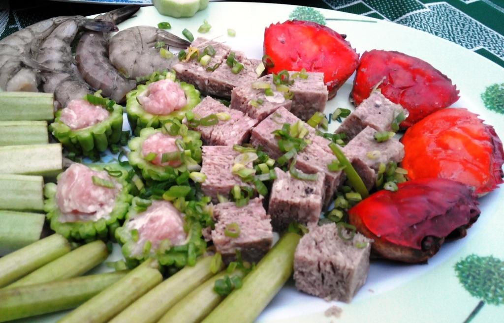 Các món có thịt cua ăn, như bún riêu cua, lẩu cua đồng ăn rất mát, giàu canxi... do vậy rất được nhiều người ưa chuộng