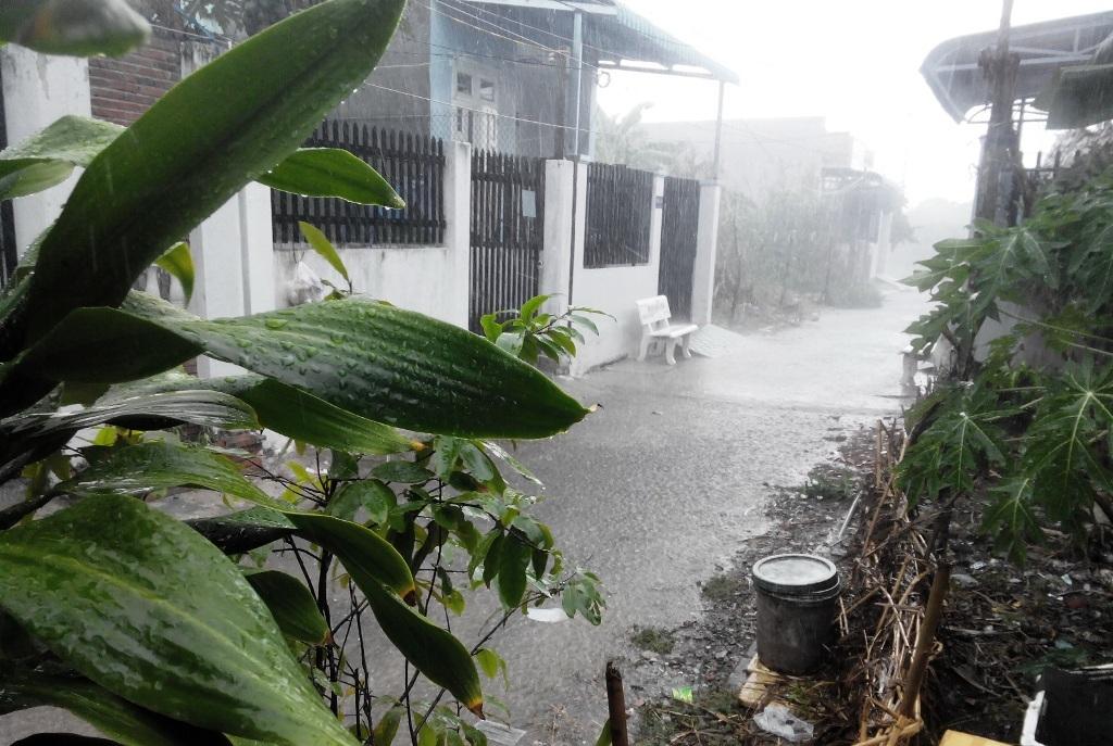 Cơn mưa nặng hạt trút xuống TP Cần Thơ vào chiều ngày 3/5