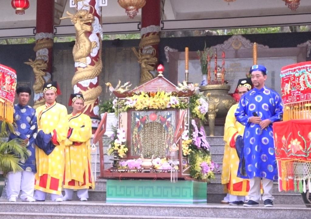 Trang nghiêm nghi lễ rước tượng Bà Chúa Xứ Núi Sam - 2