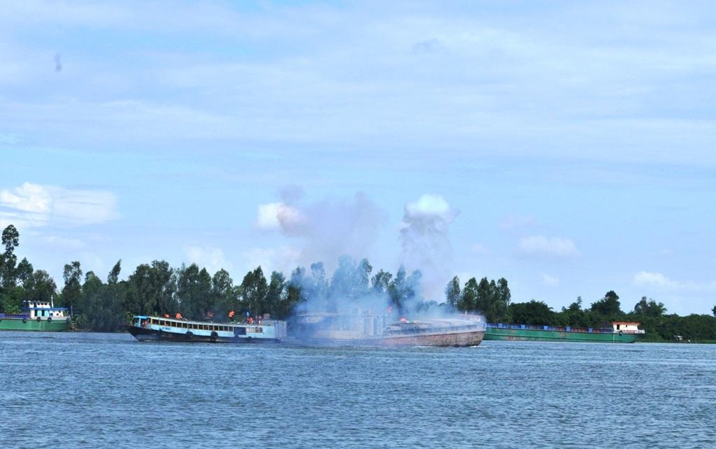 Tình huống giả định diễn ra khi tàu chở hàng va chạm với một tàu chở khách và bốc cháy