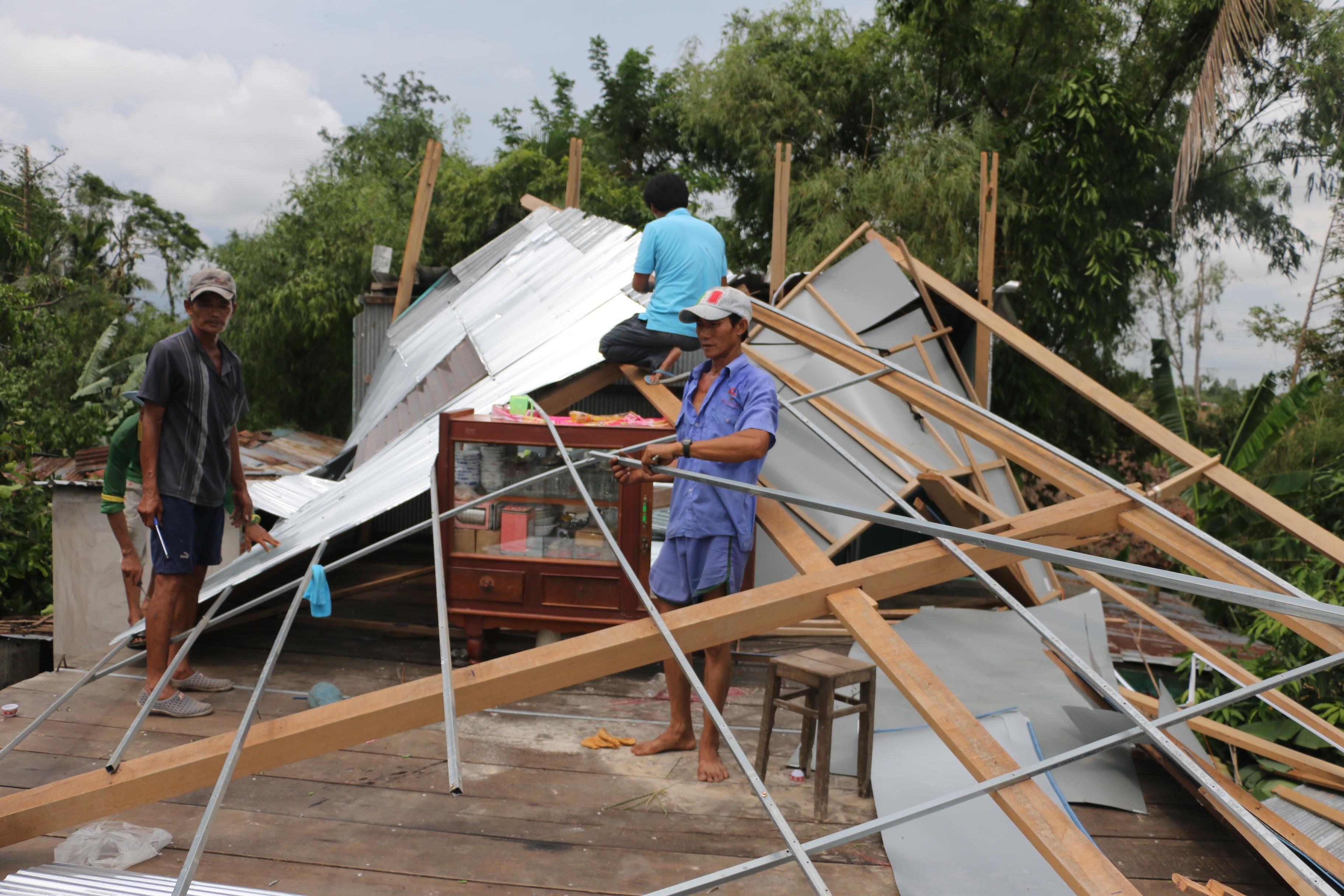 Nhiều căn đổ sập hư hỏng nặng