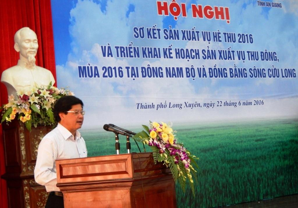 Thứ trưởng Bộ NN&PTNT Lê Quốc Doanh yêu cầu các Sở cần tập trung vào vụ lúa Thu Đông, đặc biệt chú trọng đến công tác thủy lợi, lịch thời vụ và giống lúa gieo sạ... để ổn định năng suất và sản lượng lúa