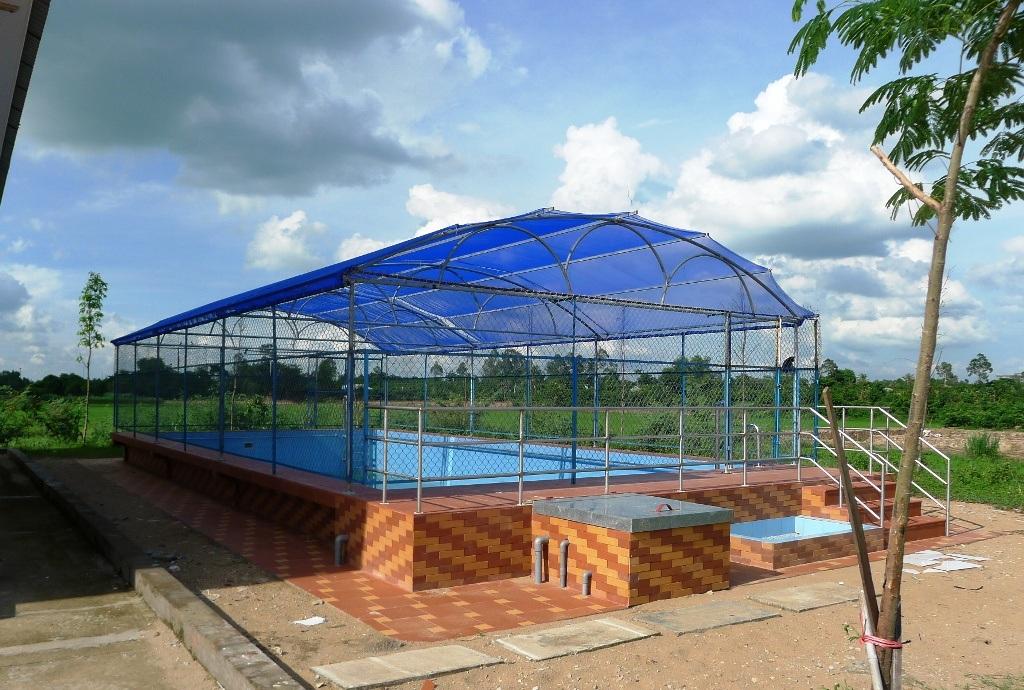 Qua 5 năm thực hiện kế hoạch phổ cập, phòng chống đuối nước, tỉnh đã trích ngân sách xây dựng được 6 hồ bơi bằng bê tông, cốt thép như thế này.