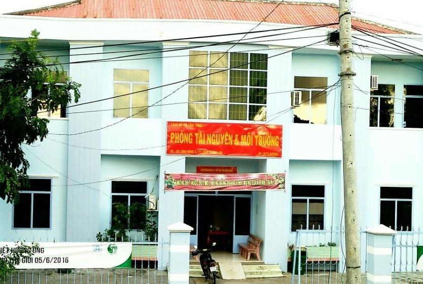 Hiện nay ông Nguyễn Thanh Nhàn vẫn giữ chức Trưởng Phòng Tài nguyên và Môi trường huyện Vĩnh Thuận