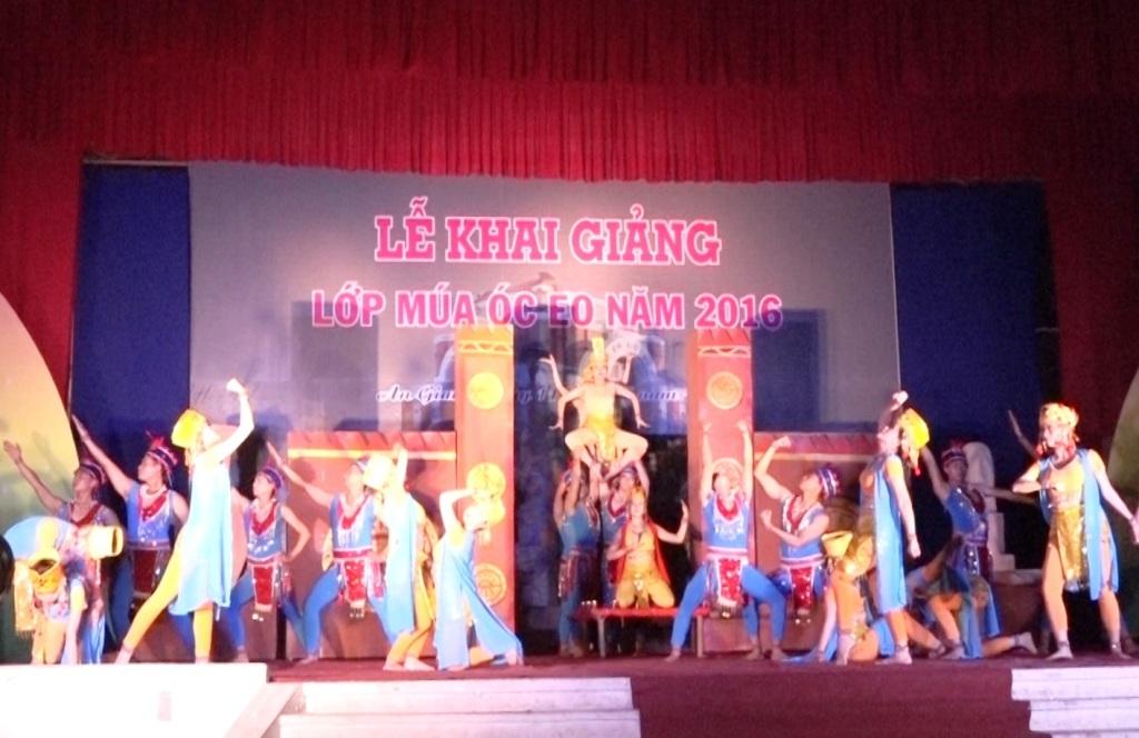 An Giang có thêm điệu múa mới lạ độc nhất Việt Nam - 2