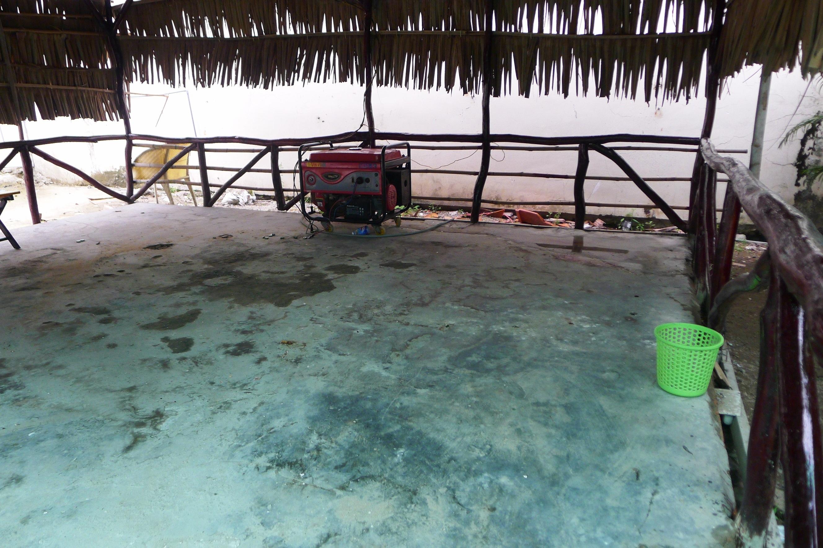 Nhân viên đã tẩy rửa, thu dọn nhưng theo các nhân viên, chủ quán tạm nghỉ vài ngày để sự việc lắng xuống mới mở bán trở lại.