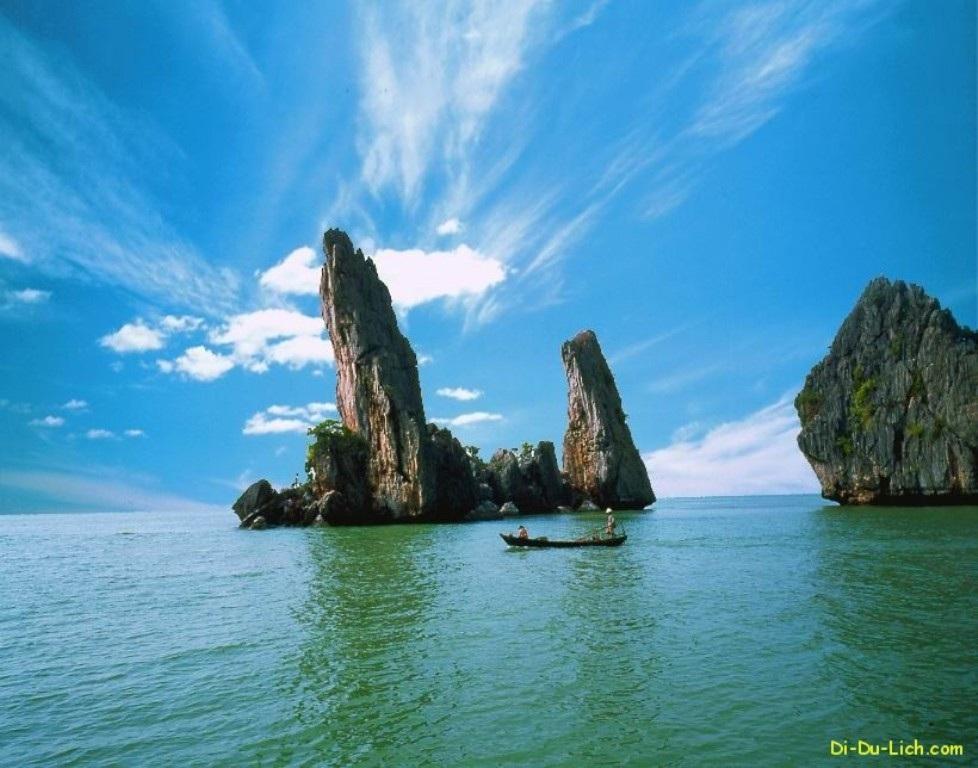 Hòn Phụ chưa đổ xuống biển (ảnh từn guồn: Di du lich. com)