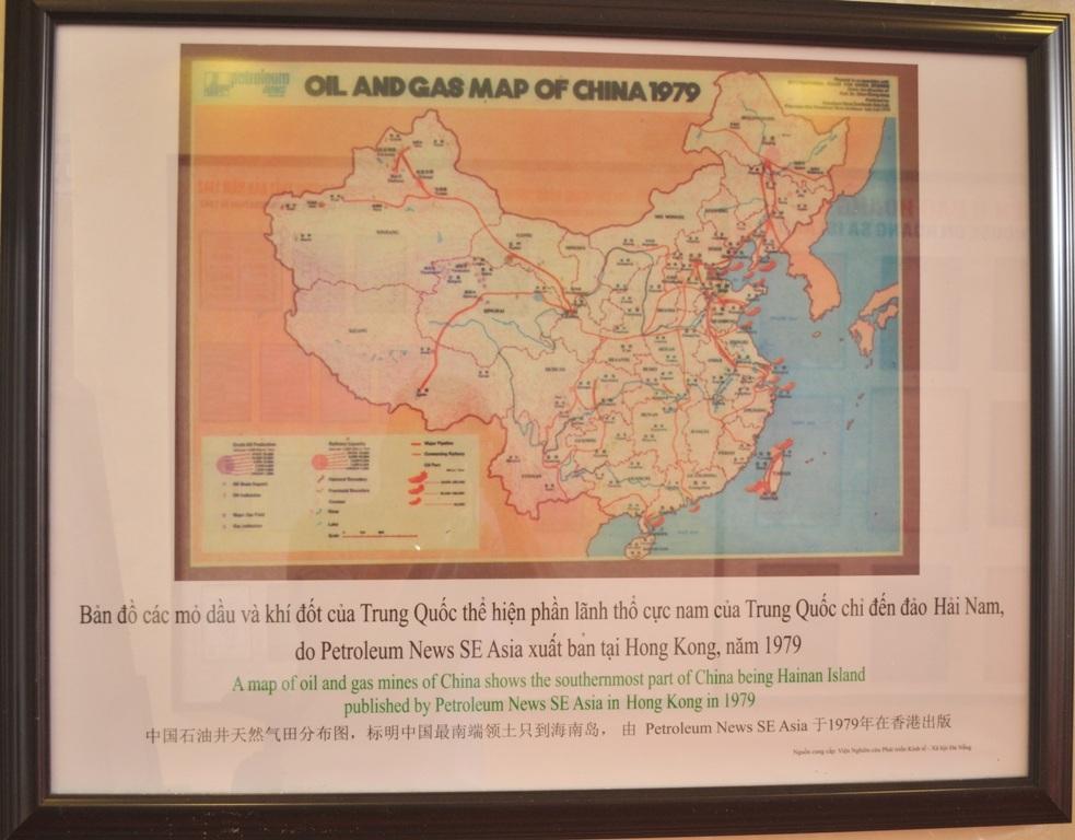 Bản đồ các mỏ dầu và khí đốt Trung Quốc thể hiện phần lãnh thổ cực nam Trung Quốc chỉ đến đảo Hải Nam