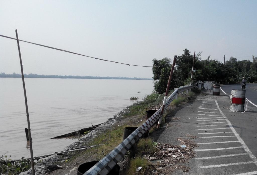 Một đoạn bờ sông Tiền sạt lở trước đó đã được cảnh báo (đoạn đi qua huyện Thanh Bình)