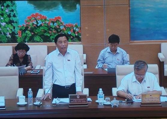Trưởng Ban Dân nguyện Nguyễn Đức Hiền tại phiên thảo luận của UB Thường vụ Quốc hội.